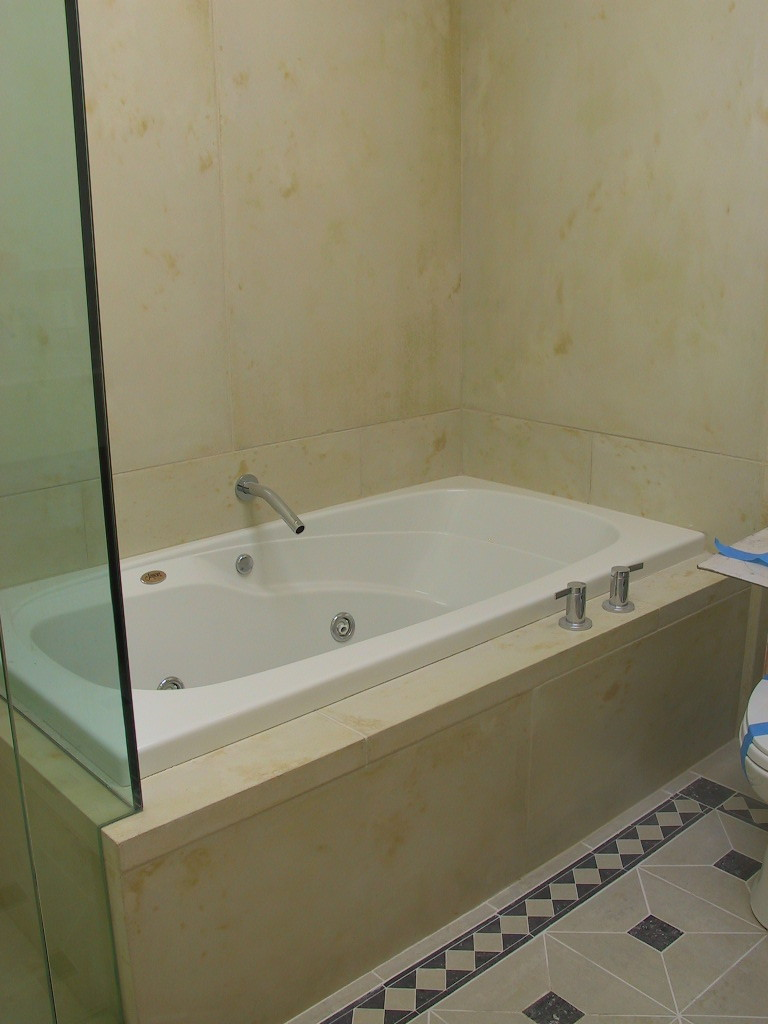Showers and Bathtubs — Mayzer Building Materials