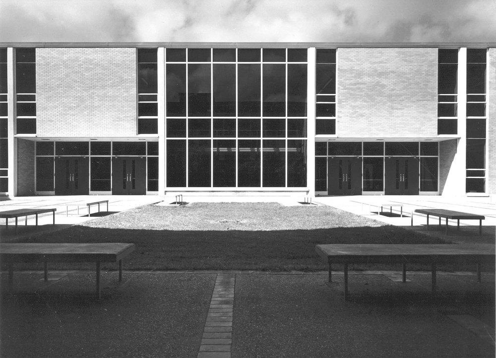 Irving MacArthur HS courtyard.jpg