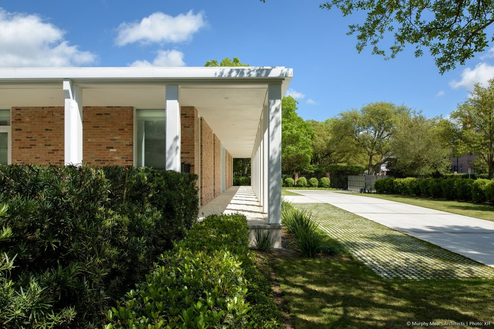 w-mid-century-modern-home-neuhaus-harwood-taylor-renovatoin-column-arcade-grass-pavers.jpg