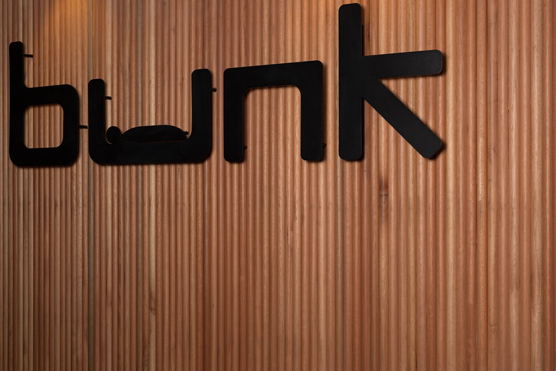 Bunk Backpackers_Signage Detail