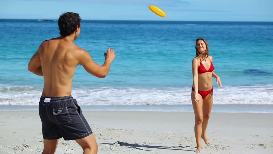 beach frisbee.jpg