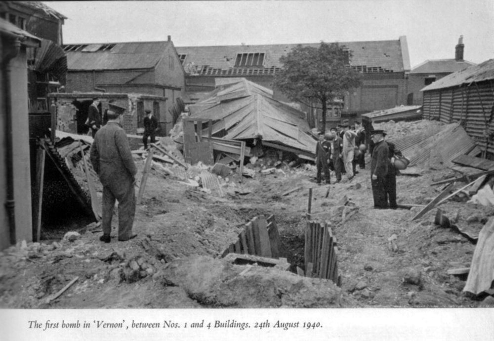 First_bomb_on_Vernon_Aug_1940.jpg