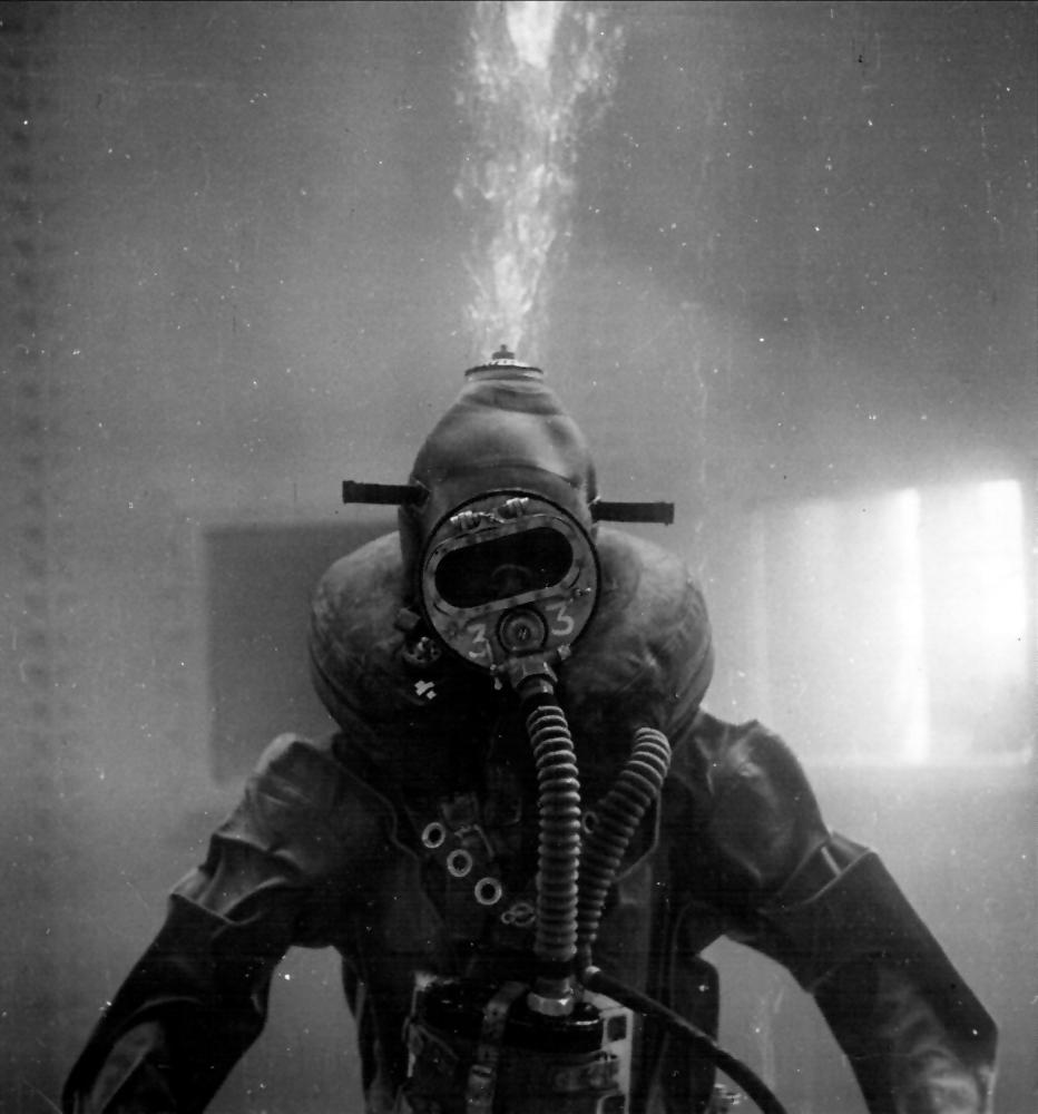 Diver in 'P' Party Mk II suit.jpg