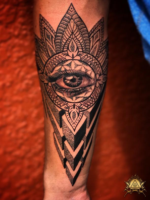 eye-mandala-dots-by-camilo-pardo.png