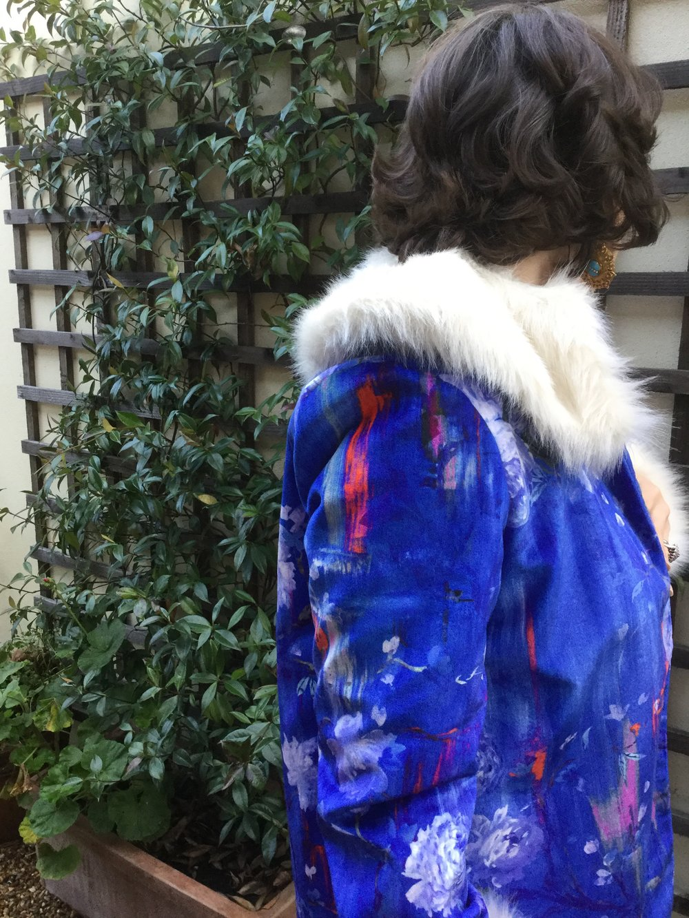 Victoria wearing a gorgeous velvet coat in 'Perfumes of the Night' in Moroccan Blue, made by Soop.Style