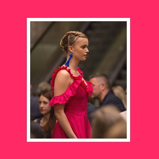 The gorgeous @mathildehenderson in 100% Australian Merino Wool #woolmark #fucshia 📸 @jackmohr.photo @fashfest