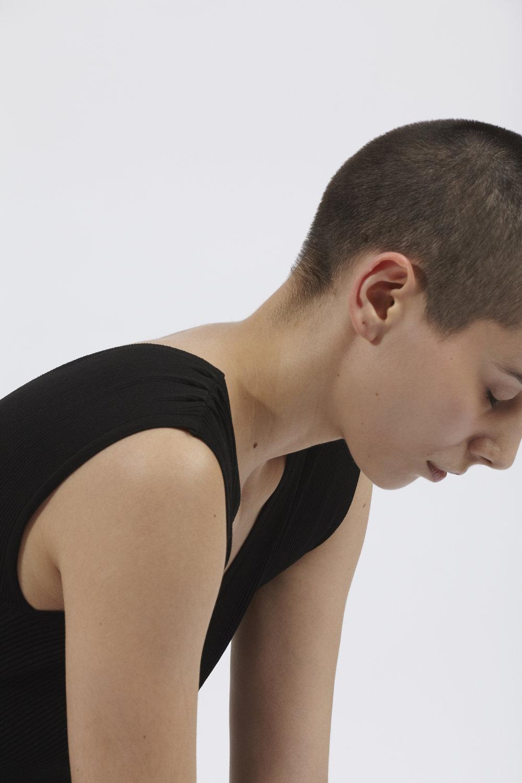 Lâcher prise - Le yoga ne consiste pas qu'à chanter omm. Il ne s'agit pas de lever la jambe au-dessus la tête, ou de porter un legging.Ici, il n'y a pas de niveau. Pas de performance, pas d'égo.Il s'agit de prendre conscience de soi car être soi-même est déjà bien assez.