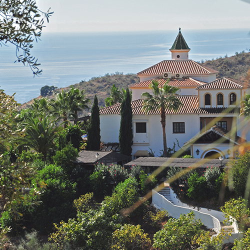 Raw Fit Yoga.Life  offers 7-night retreats at Santillán, near Malaga, in Andalucia, Spain. The Times newspaper recently voted Santillán as one of the Top 20 retreats in the world.  www.centrosantillan.com .  Dates 2019: 4-11 mai | 11-18 mai | 16-23 sept.
