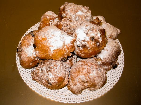 Netherlands - Raisins, currants and apple or candied fruits are mixed into the dough before it is fried and the oliebollen are finally sprinkled with icing sugar on the outside.