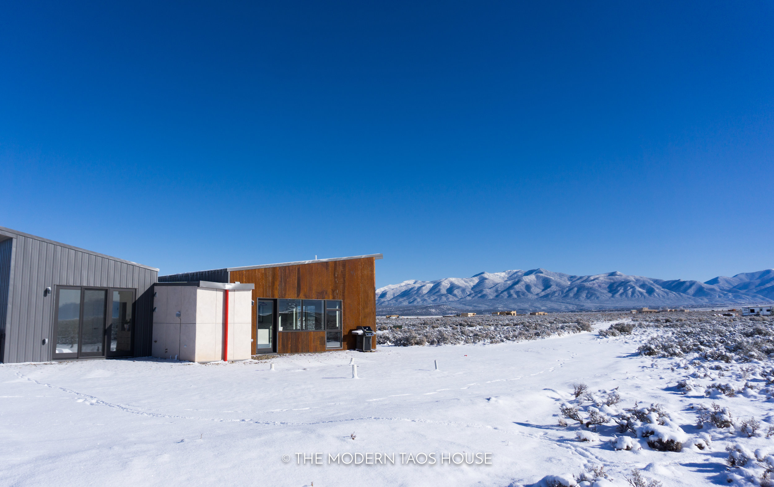 The modern taos house an off the grid luxury rental located in taos