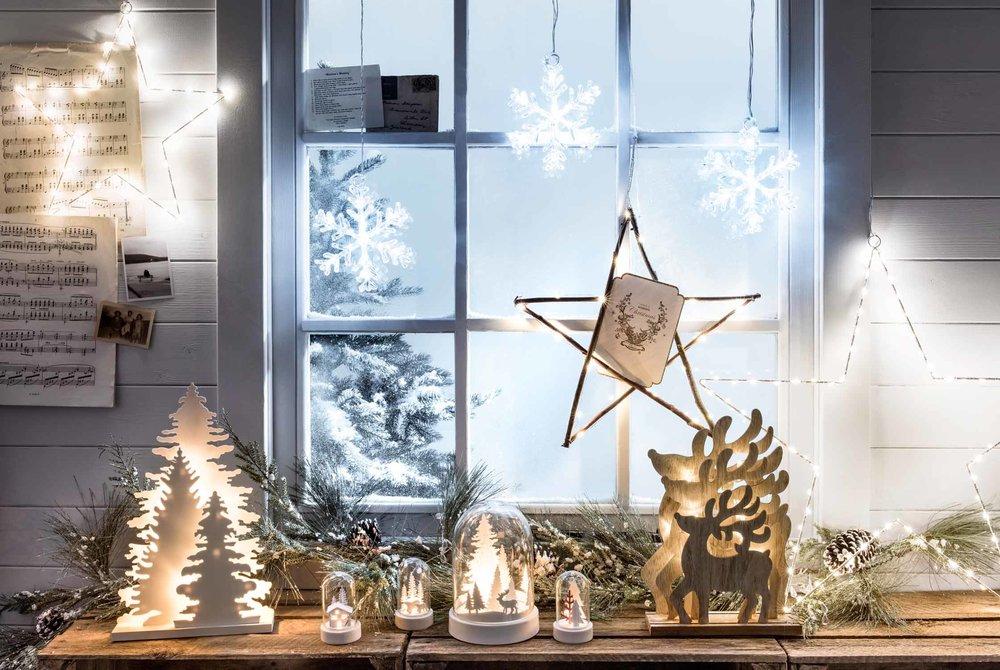 Christmas-Window-Lights-Tree-Reindeer-Layered-Lights-Bell-Jars-Stars-Snowflakes-Decorations-Garland-Foliage.jpg