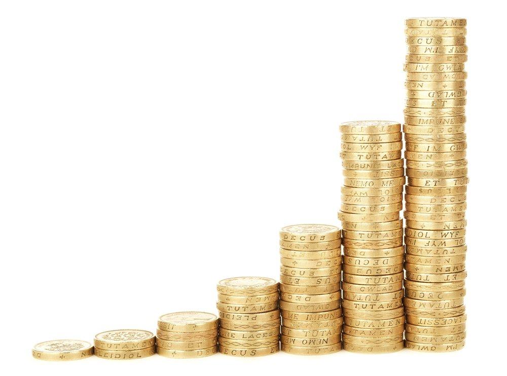 MODULO 4 Negocio - 1. COMO EMPEZAR✔ Inversión.✔ Técnicas de emprendimiento.✔ Tipos de trabajo y colaboraciones.✔ Creación de contenido.2. CLAVES PARA EL ÉXITO✔ Claves para emprendedores.3. PRODUCCIÓN✔ Storytelling✔ Voces en off✔ Música: uso y licencias✔ Bancos de imágenes4. PROMOCIÓN✔ Distribución✔ Redes Sociales✔ Festivales de cine5. CÓMO HACER DINERO✔ Sectores✔ Cómo hacemos dinero en AllTheGoodThings✔ Grandes clientes: cómo conseguirlos6. SPONSORS✔ Tipos de Sponsors✔ Qué busca un sponsor✔ Cómo conseguir sponsors7. RELACIÓN CON CLIENTES✔ Relación profesional8. PLANTILLAS DE TRABAJO✔ Presupuestos, facturas✔ Formularios de autorización9. LIBROS RECOMENDADOS10. SEGUIMIENTO EN PROYECTOS COMPLETOS✔ Gran Cliente: Wallbox. Desde la primera comunicación hasta el proyecto terminado.