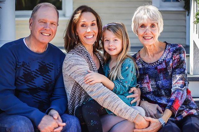 Family photo of Candice @pembertoncandice Mom Dad and Daughter. 📸: @spr512  #familyphotography #ctwelvephotos #corpuschristi #heritageparkcorpus