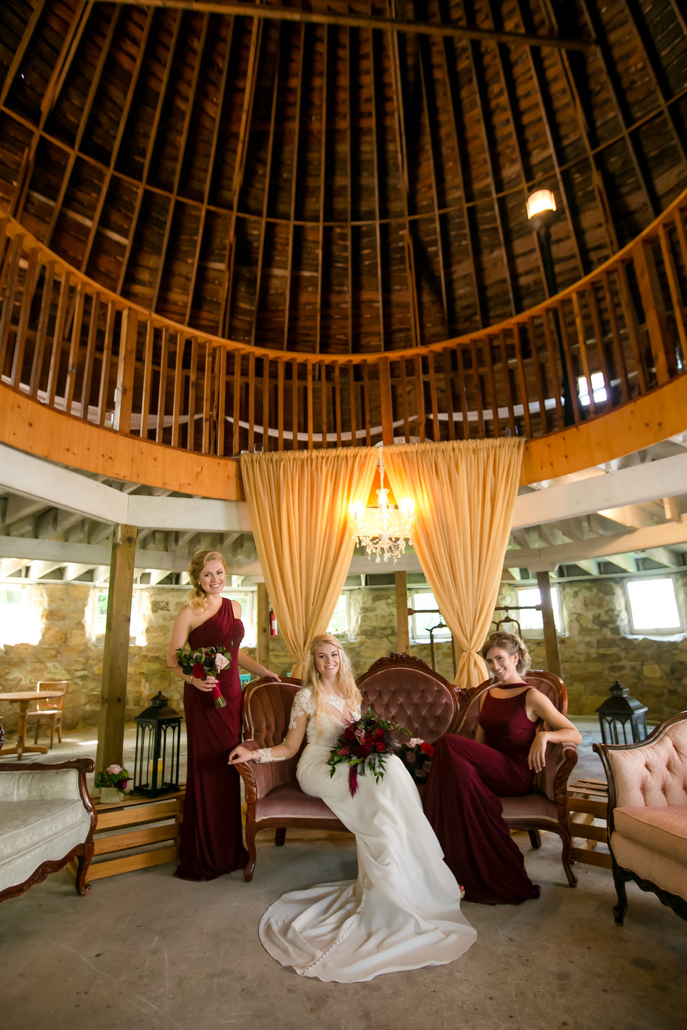 Round barn farm style shoot with bride and her girls