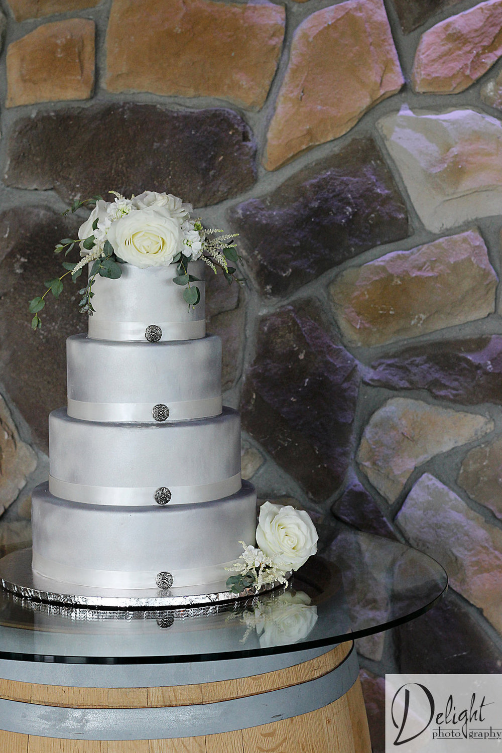 silver wedding cake idea