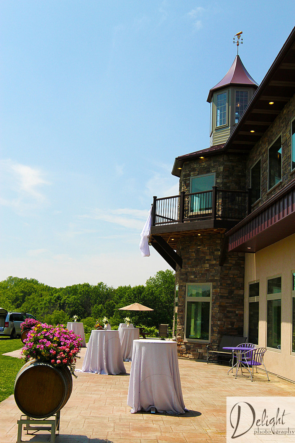 outdoor cocktail hour with silver luster linens at winehaven in minnesota