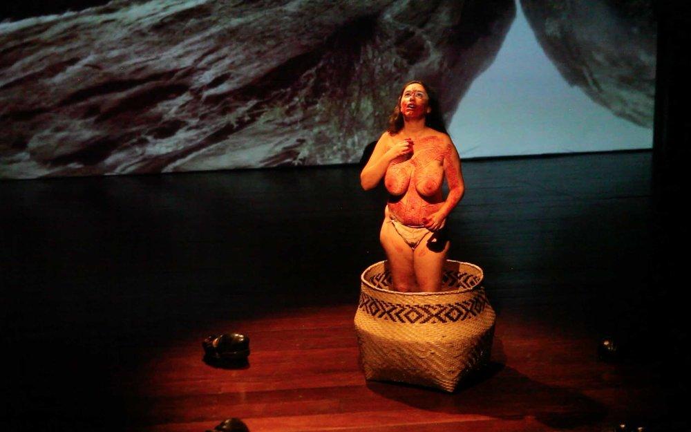 Performance de Anita Ekman - Tupi Valongo - Cemitério dos Pretos Novos e Velhos Índios