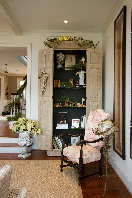 traditional interior design living room tall display cabinet book shelf