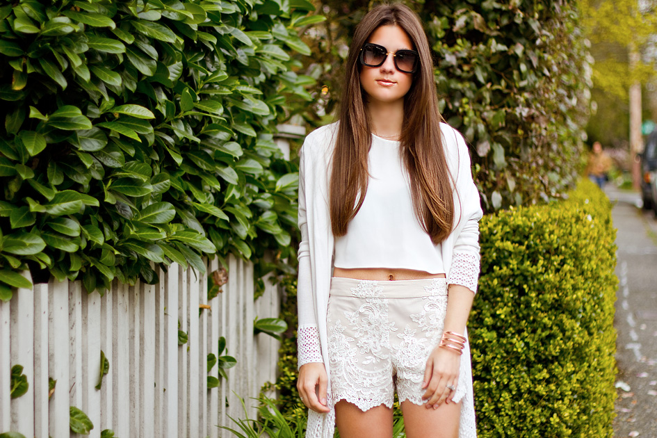 Alice + Olivia Scalloped Lace-Shorts