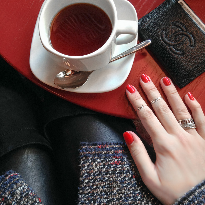tea and red nails