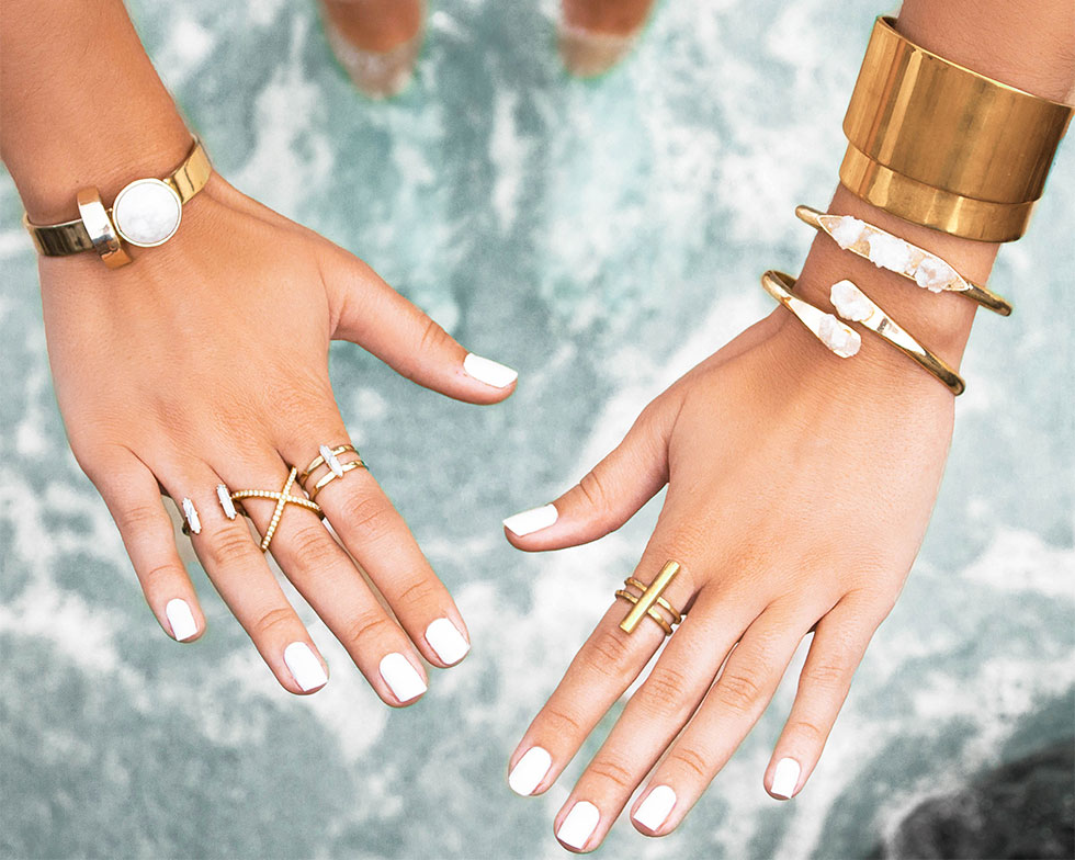 gold jewelry for summer beach outfit