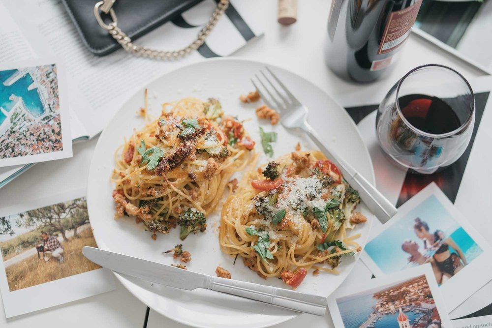 how-to-make-spagetti-nests-with-italian-sausage-broccoli-and-hot-cherry-peppers-flatlay-dinner-17.jpg