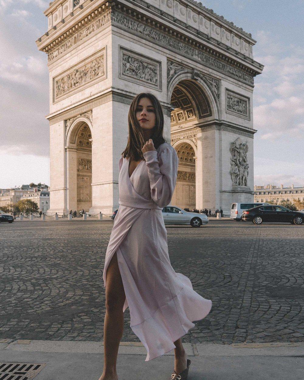 Joie Kyrene Long sleeves silk Wrap Midi Dress in purple Arc de Triomphe Paris Outfit7.jpg
