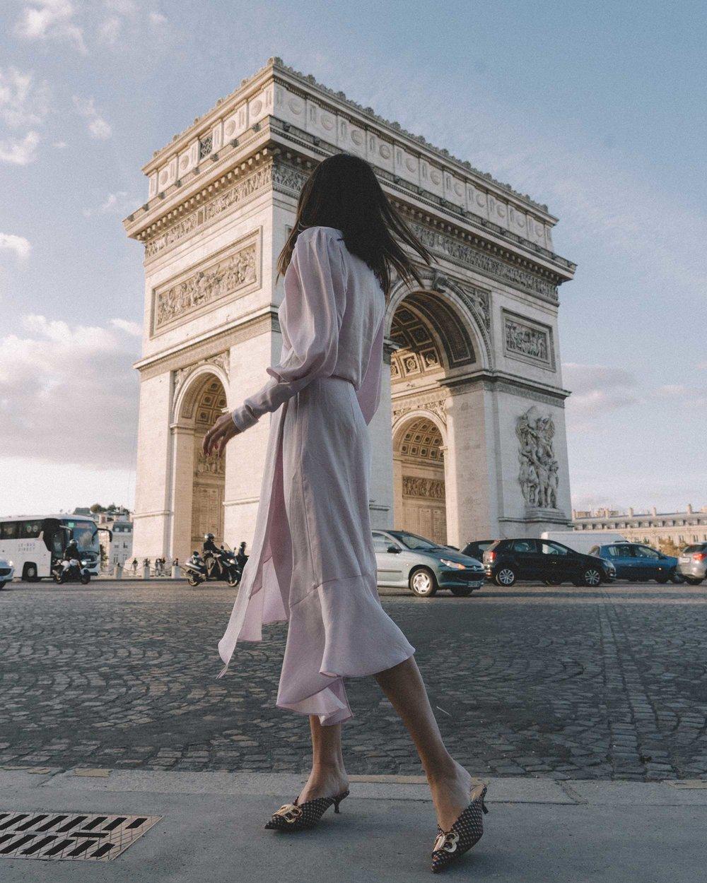 Joie Kyrene Long sleeves silk Wrap Midi Dress in purple Arc de Triomphe Paris Outfit3.jpg