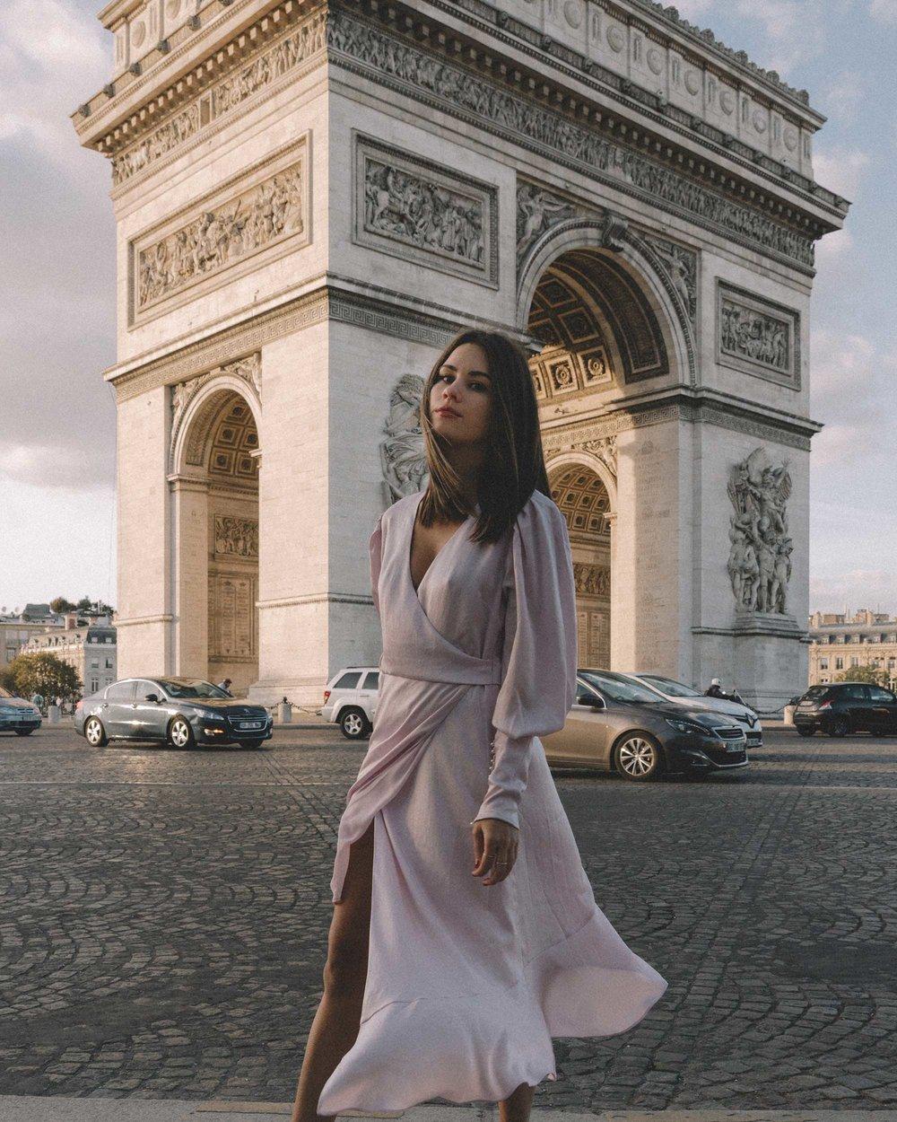 Joie Kyrene Long sleeves silk Wrap Midi Dress in purple Arc de Triomphe Paris Outfit8.jpg