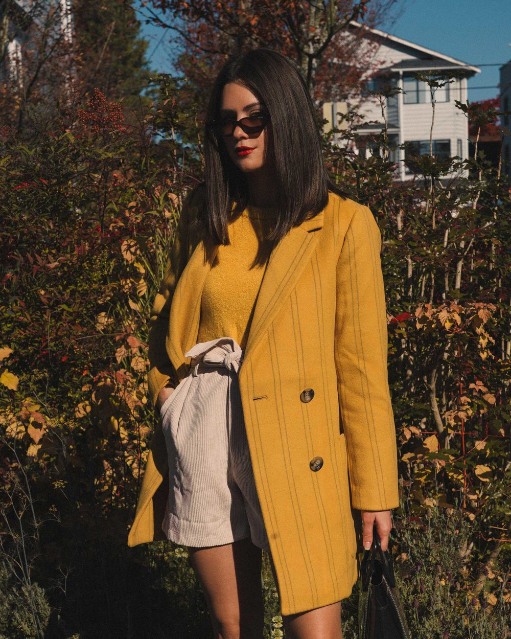 Madewell Hollis Double-Breasted Stripe Yellow Blazer Coat, corduroy shorts, fall outfit, fall leaves in Seattle 18.jpg