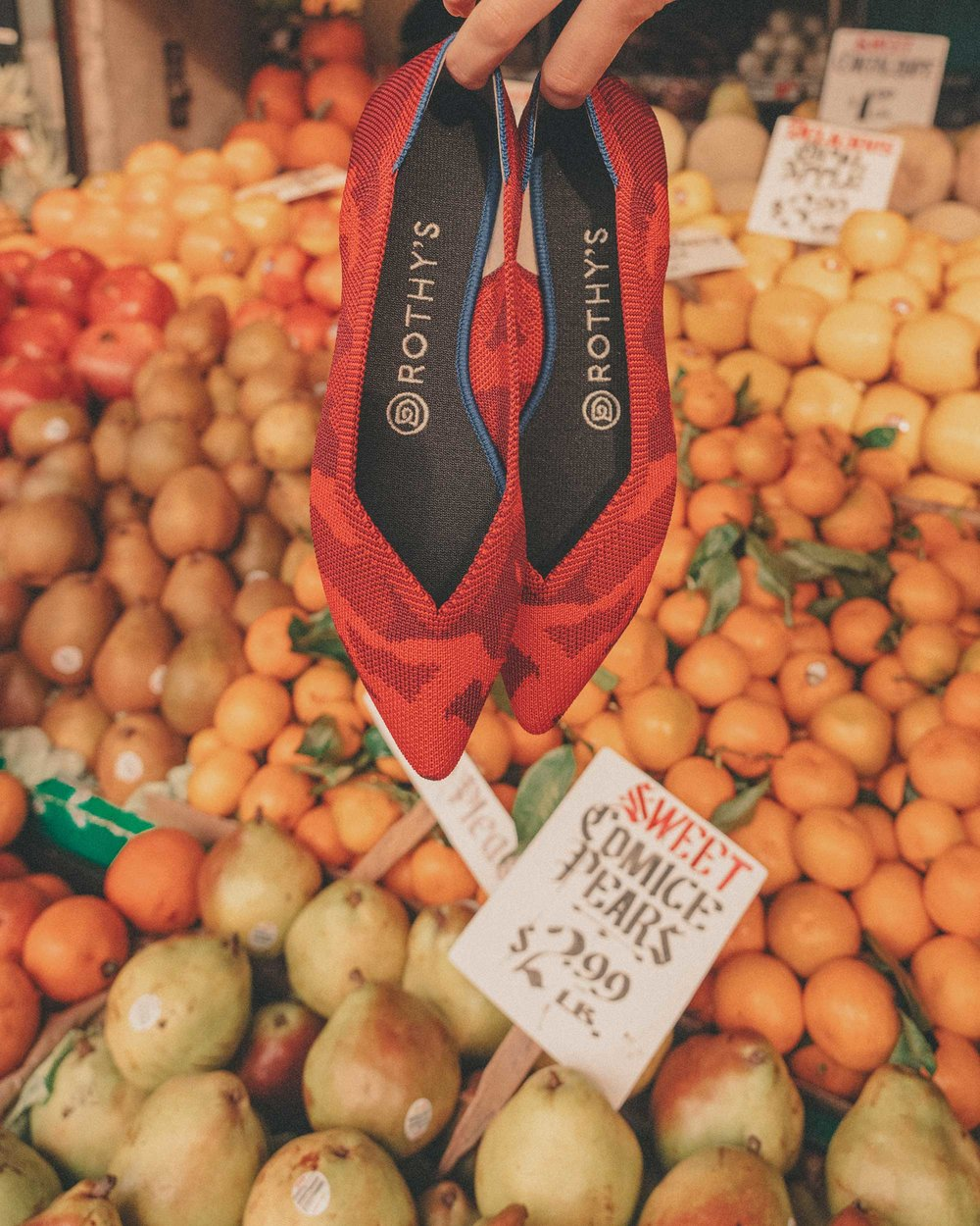 Pike-Place-Market-Seattle-Fruit-Stand-8.jpg