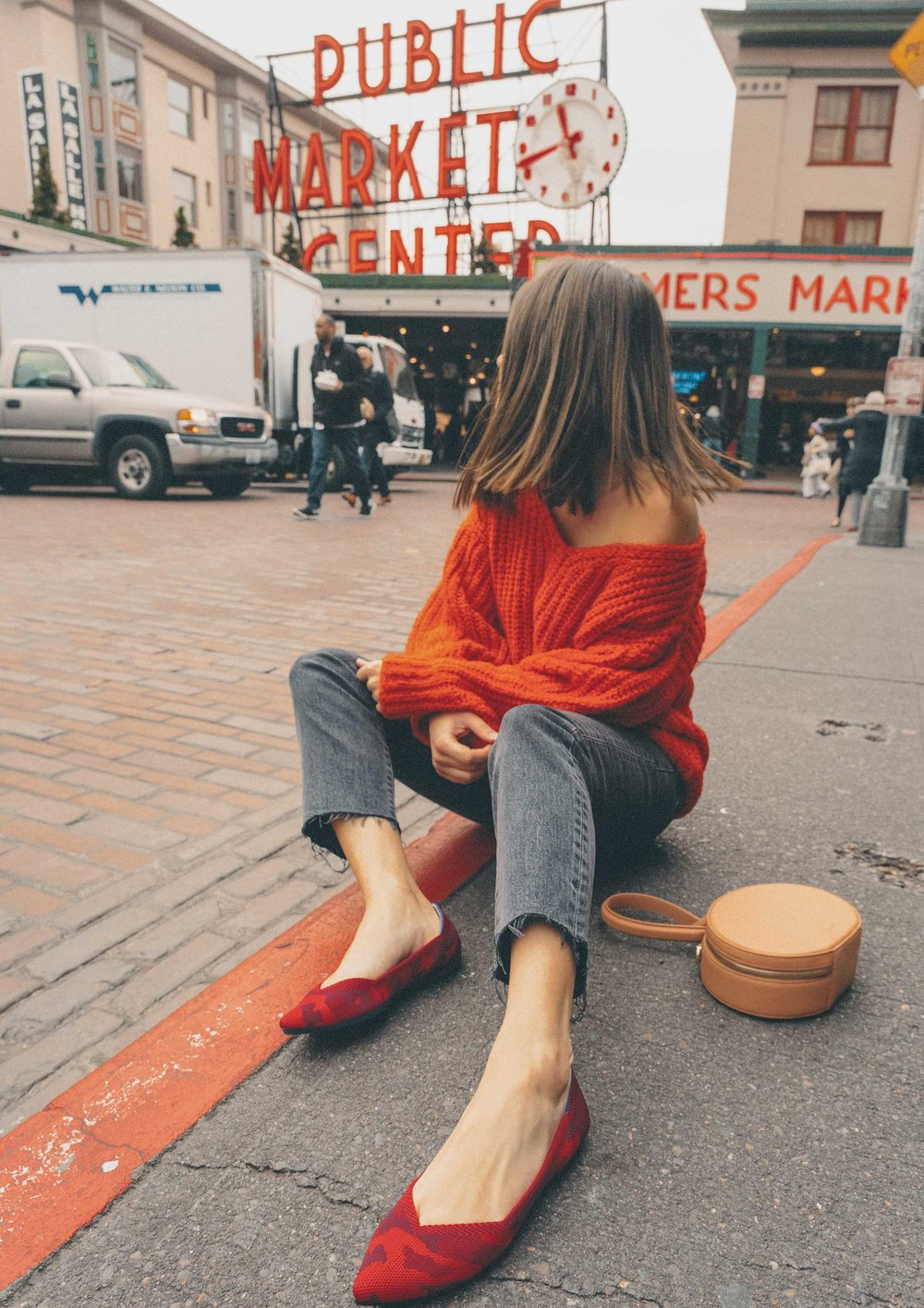 Pike-Place-Market-Seattle-Fruit-Stand-Rothy-Flats1.jpg