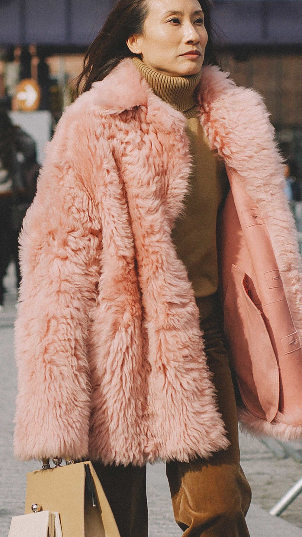 20 irresistible pastel outfit ideas for winter from New York Fashion Week street style9.jpg