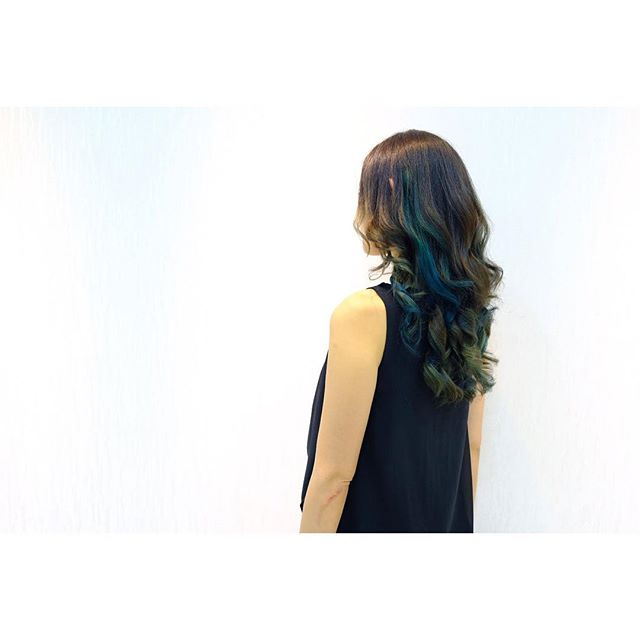 Blue and green color with curl hair done by @shinya_byashsg  ㅤㅤㅤㅤㅤㅤㅤㅤㅤㅤㅤㅤㅤ ㅤㅤㅤㅤㅤㅤㅤㅤㅤㅤㅤㅤㅤ  I'm looking for the color models and shooting models. ㅤㅤㅤㅤㅤㅤㅤㅤㅤㅤㅤㅤㅤ  If you are interested it, please contact me.  ㅤㅤㅤㅤㅤㅤㅤㅤㅤㅤㅤㅤㅤ Please check my blog.  My blog →shinya193.com  ㅤㅤㅤㅤㅤㅤㅤㅤㅤㅤㅤㅤㅤ  #naokiyoshiharabyash #naokibyash  #color  #colormodel  #pointcolor  #salonmodel #ポートレート #サロンモデル  #カラーモデル #singapore  #sgbloggers  #sgblogger #アッシュシンガポール店 #hairmodel  #sgmodel  #sgcolor  #sggirl #takephoto #shooting #nihon #nihongo #hairphoto #blog #blogger #造型 #日本发型师 #新加坡 #染色 #挑染  #笑顔が素敵