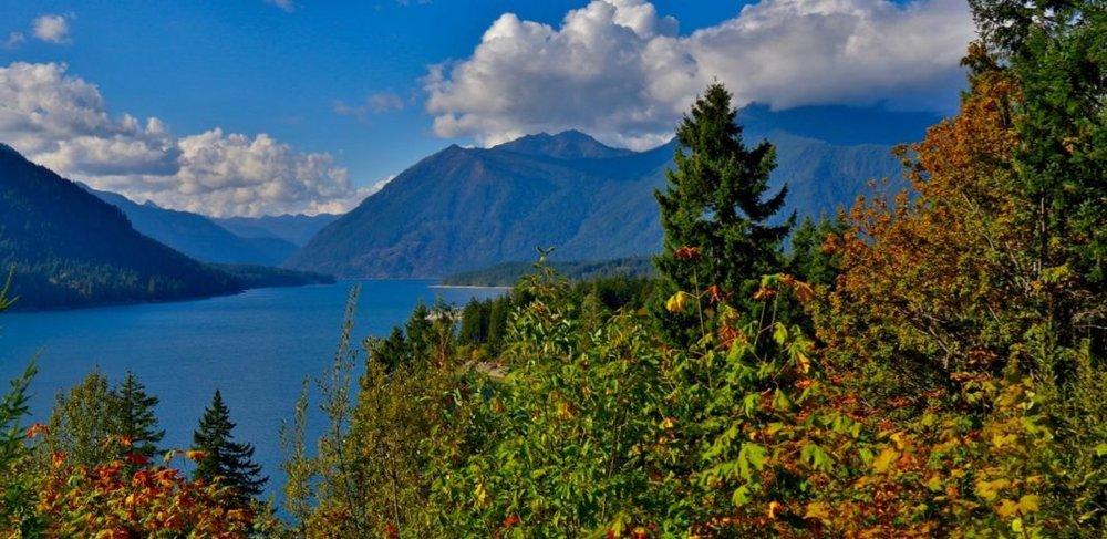 Hoodsport-Fall-colors-Lake-Cushman-1068x520.jpg