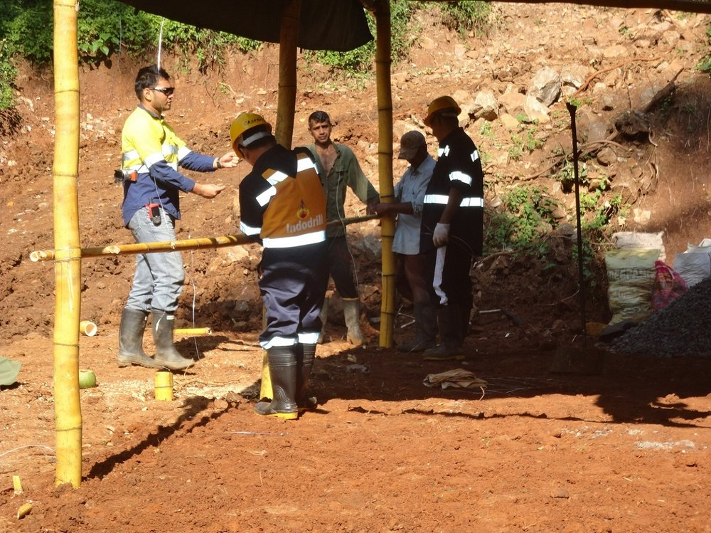 RS Mines, Bora Bora Resources (ASX-BBR), SRK Consulting, and Indodrill, at RS Mines'. The Queen's Mine