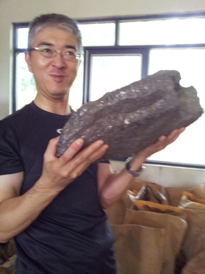 1 RS Mines collaborates with Mission Vector Partners - Japan, pictured; MVP, CEO, Kotaro To with graphite vein segment from RS Mines' The Queen's Mine