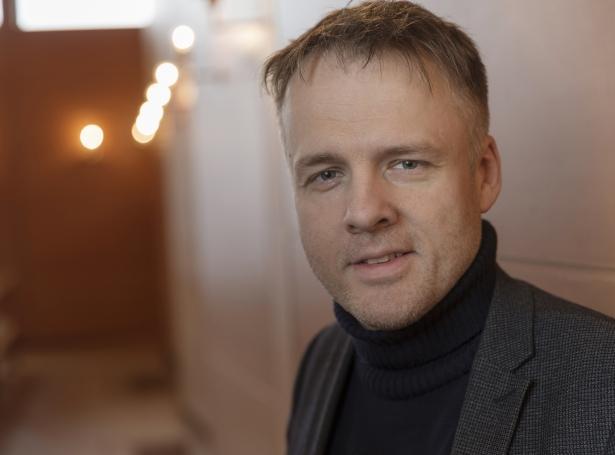 Theodor hugleiðir - Nú jólini standa fyri durum hava vit eisini fingið Theodor E.D. Olsen at koma framvið at hugleiða um advent og jól.Klokkan 17.15