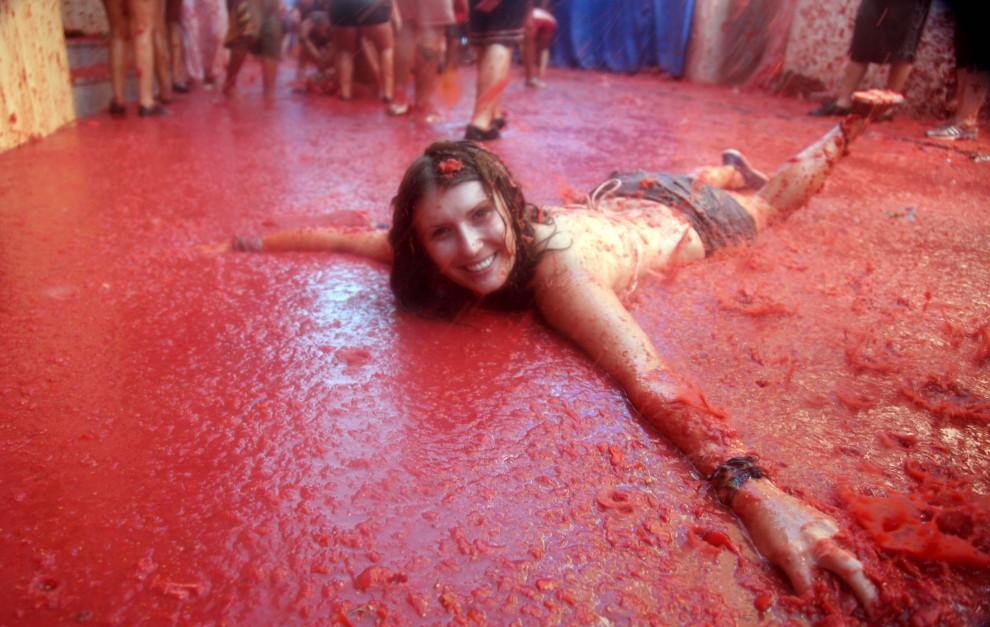 la-tomatina-festival-girl-990x627.jpg