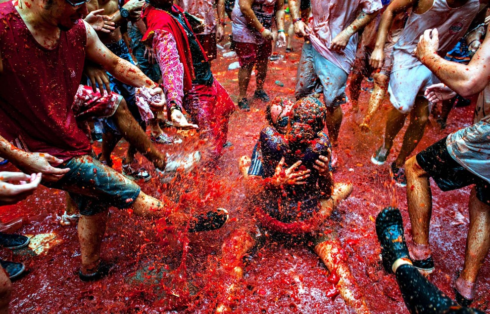 la-tomatina-festival-990x636.jpg