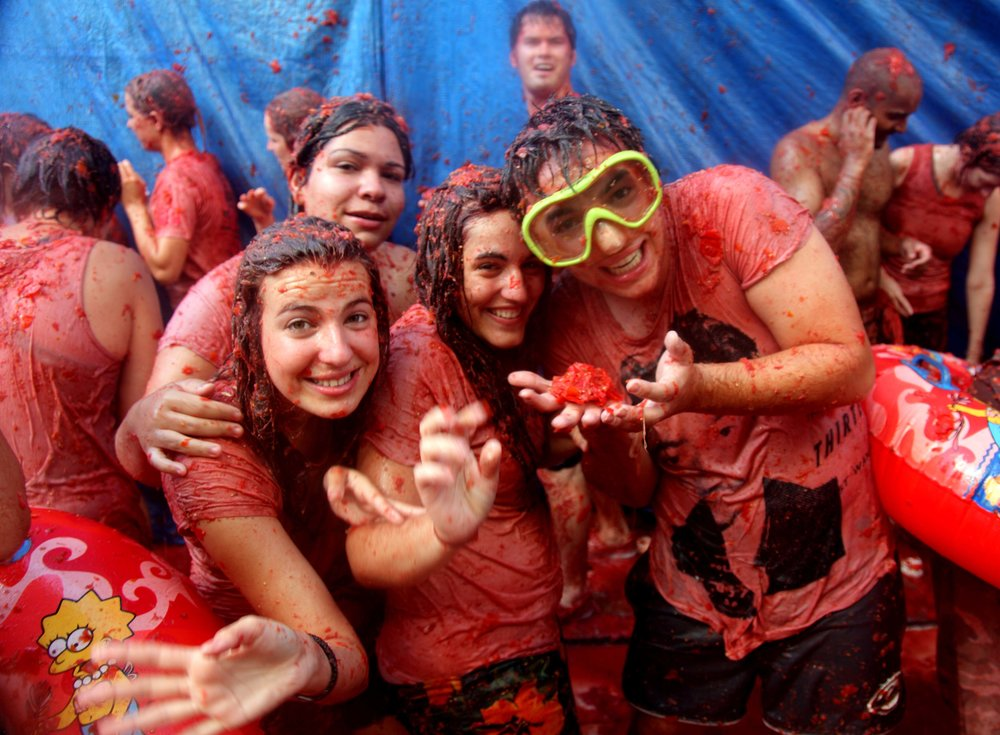 people-enjoying-la-tomatina-festival.jpg