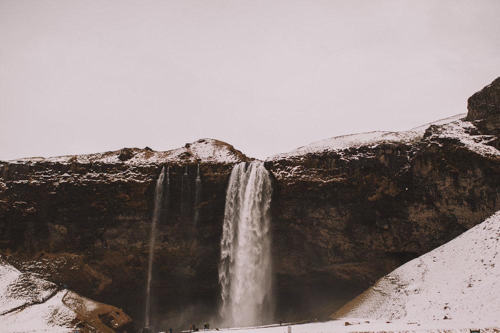 Road-trip-Islande-Iceland-Voyage-Travel-Portrait-Jérémy-Boyer-Cascade-waterfall-foss-Seljalandsfoss-6.jpg