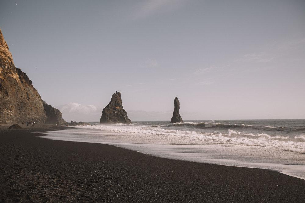 Road-trip-Islande-Iceland-Voyage-Travel-Portrait-Jérémy-Boyer-Sunny-day-Vik-black-sand-beach-sable-noir-Reynifjara-2.jpg