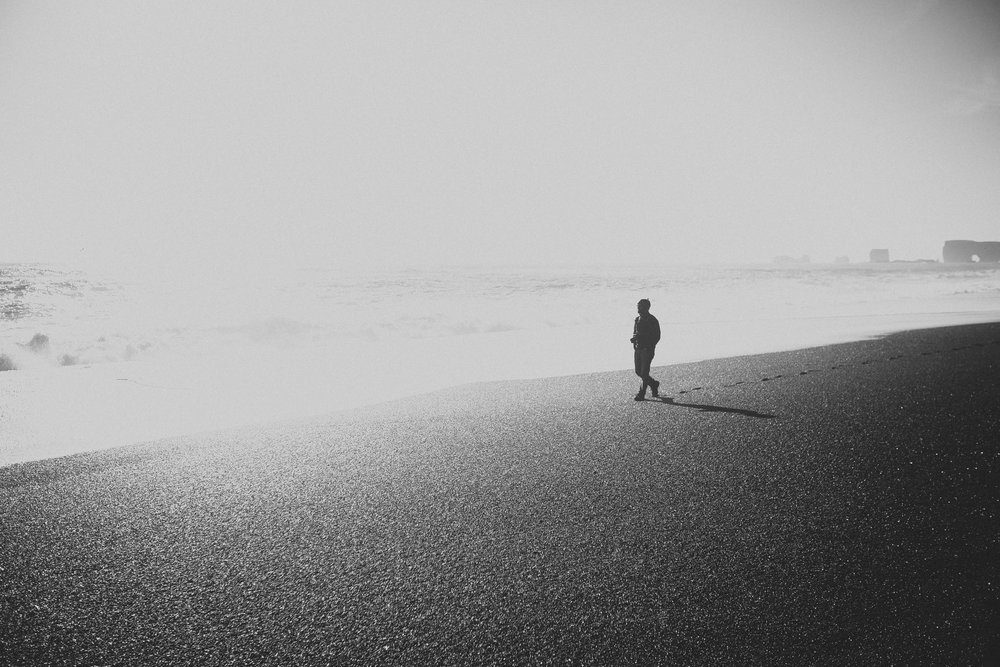 Road-trip-Islande-Iceland-Voyage-Travel-Portrait-Jérémy-Boyer-Sunny-day-Vik-black-sand-beach-sable-noir-Reynifjara-3.jpg