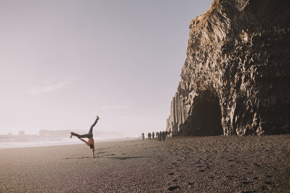 Road-trip-Islande-Iceland-Voyage-Travel-Portrait-Jérémy-Boyer-Sunny-day-Vik-black-sand-beach-sable-noir-Reynifjara-5.jpg