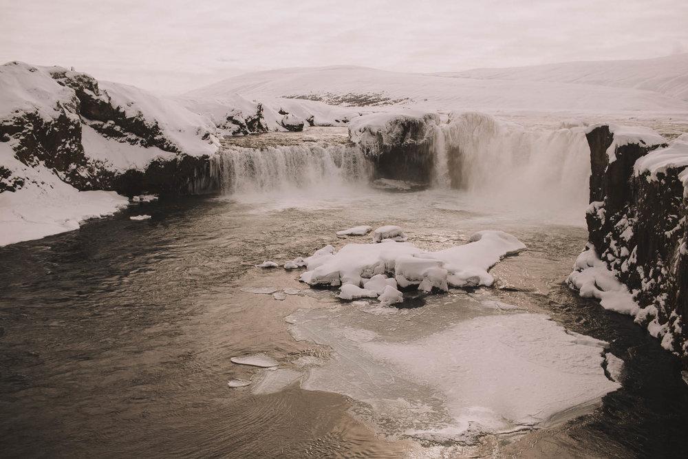 Road-trip-Islande-Iceland-Voyage-Travel-Portrait-Jérémy-Boyer-Godafoss-1.jpg