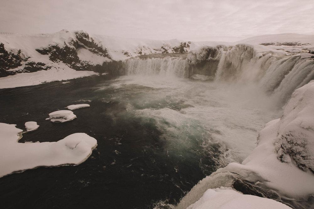 Road-trip-Islande-Iceland-Voyage-Travel-Portrait-Jérémy-Boyer-Godafoss-3.jpg