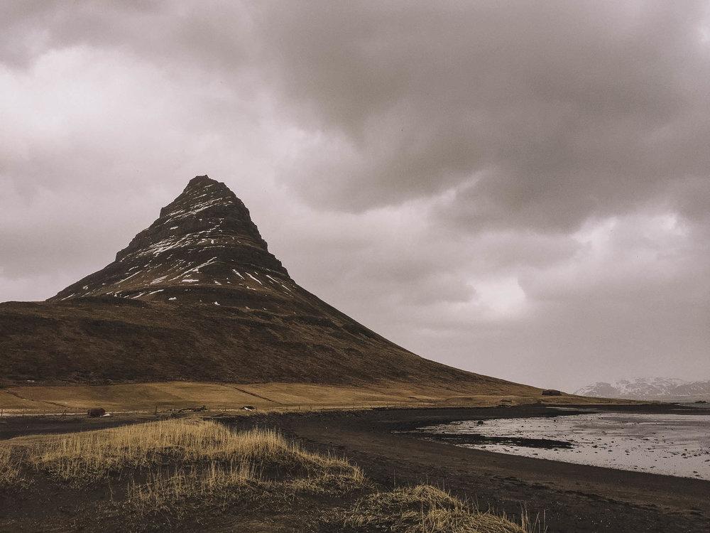 Road-trip-Islande-Iceland-Voyage-Travel-Portrait-Jérémy-Boyer-Budir-black-church-eglise-noire-1.jpg
