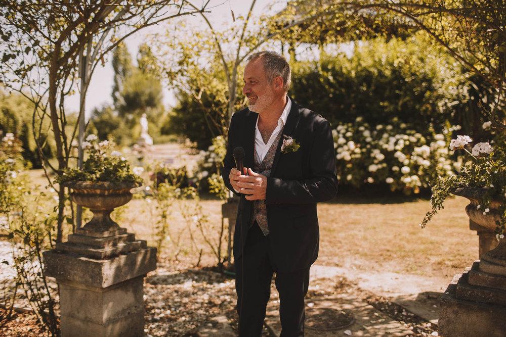France-wedding-photographer-jeremy-boyer-dordogne-aquitaine-perigord-ceremonie-laique-50.jpg