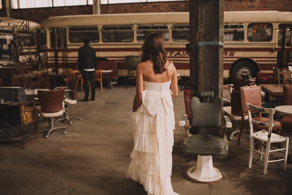 photographe-mariage-bordeaux-industriel-industrial-wedding-garage-moderne-france-jeremy-boyer-11.jpg